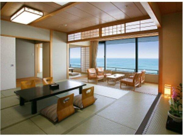 オーシャンフロント二間付き和室の一例。三世代でご旅行のファミリーやグループ旅行に大人気のお部屋です。