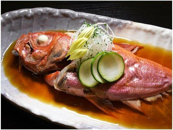 ふっくらした身と絶妙な味付けの金目鯛の煮つけ