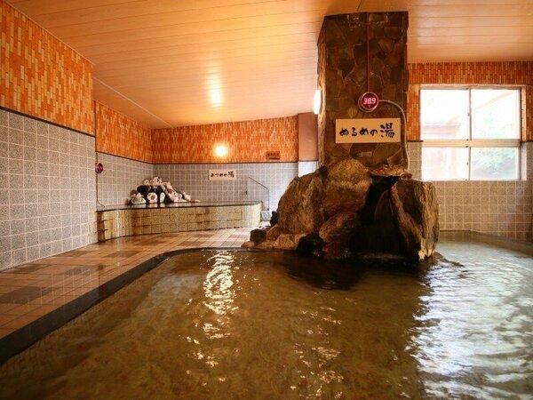 大浴場には「あつ湯」と「ぬる湯」があり、お子様の温泉デビューに人気♪