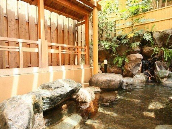 露天風呂のほか、大浴場には「あつ湯」と「ぬる湯」もあります