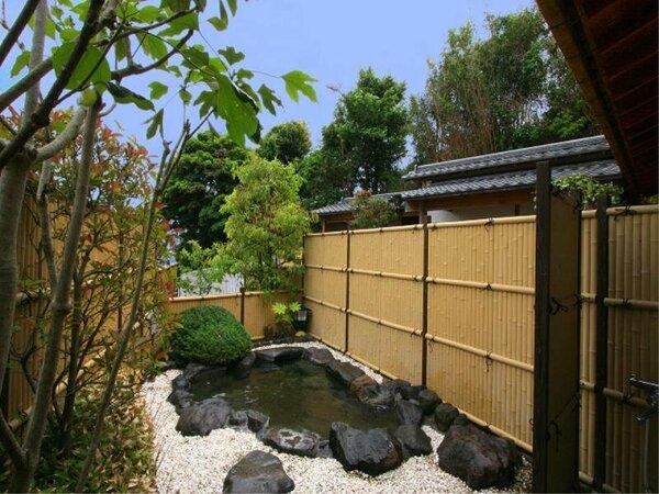 庭園風の露天風呂(男湯)