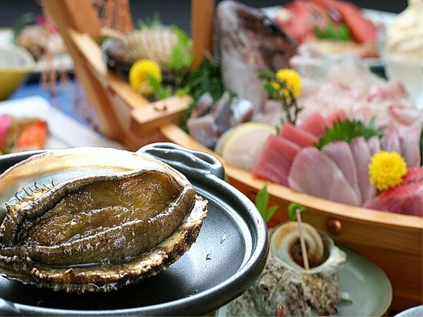 アワビとサザエ・・お刺身はコリコリ、火を通すとふんわり柔らか・・どっちがお好き?