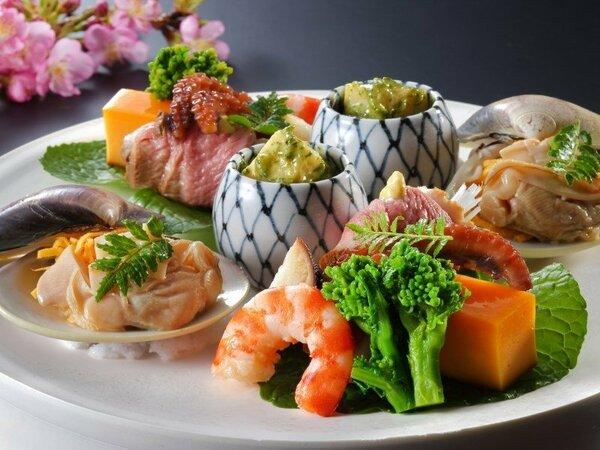 【春の懐石料理】四季折々のお料理をお楽しみいただけます。