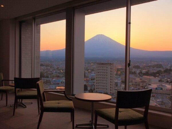 宿泊者専用富士スカイルームでは、四季に応じた富士山をご覧いただく事ができます