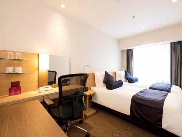 リーズナブルな価格設定で、18平米でコンパクトな作りながら、シンプルで落ち着いた雰囲気の客室。