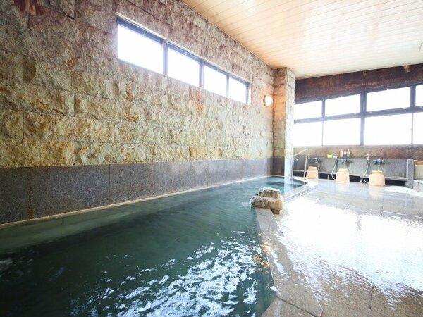岩風呂の男性大浴場は1階奥にございます。