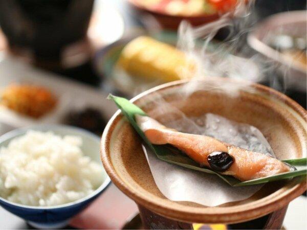信州の鱒に桜みそを添えて。甘味が広がる長野県産コシヒカリとどうぞ。