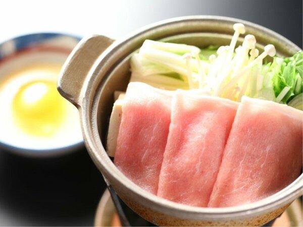 【豚肉すき焼き】さっぱりとした柔らかい豚肉をすき焼きでご堪能くださいませ。