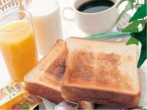 無料朝食の一例(★パン・ミルク・ジュース・コーヒー等)