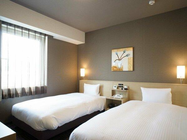 ツインルーム ベッドサイズ110×200(cm) ■全室無料Wi-Fi、32型液晶TV、冷蔵庫