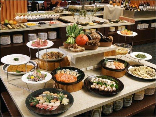 宮古湾を望むダイニングで、四季折々の味覚を愉しむ夕食ビュッフェ イメージ