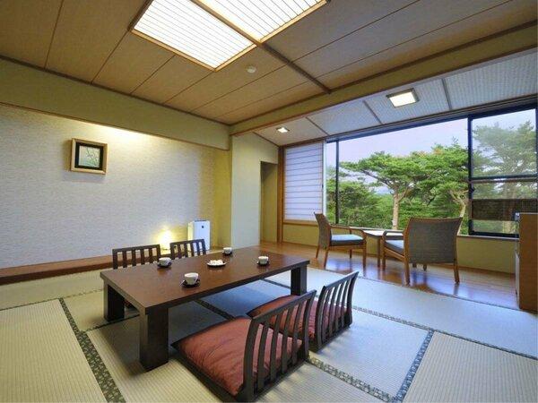目の前に赤松林が広がり、自然を満喫できる客室です/松林側客室