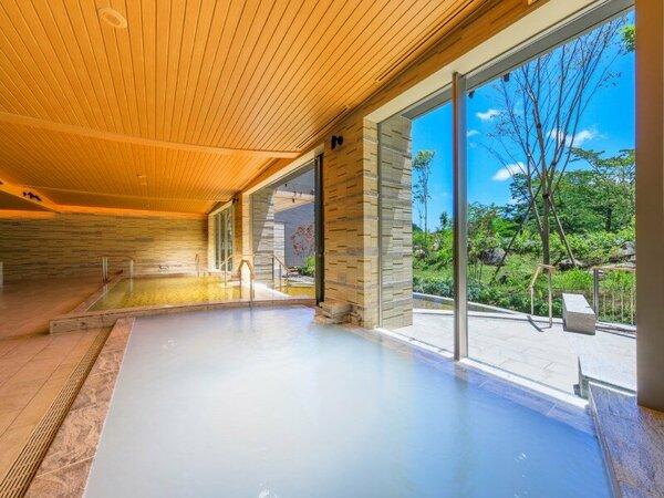 大浴場の浴槽のひとつ、炭酸ガスをお湯に噴射したお肌にやさしいシルキー湯です。