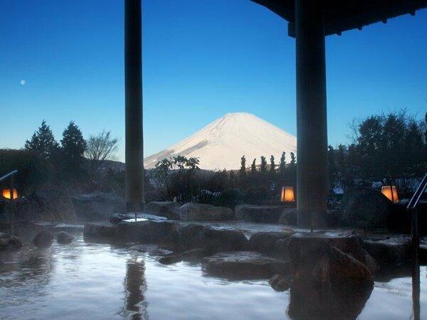 富士山を望む絶景露天風呂