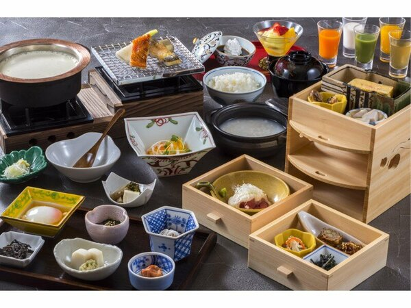 ご朝食は和食・洋食のお選び。和食は地産の新鮮な干物に、こだわりの食材をちりばめました。※一例