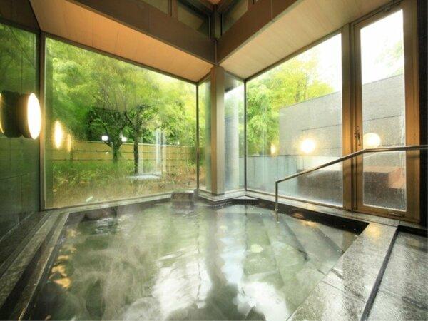 【大浴場】箱根十七湯の一つ、美肌の湯と評価の高い強羅温泉の泉質をお愉しみいただけます(男女入替制)