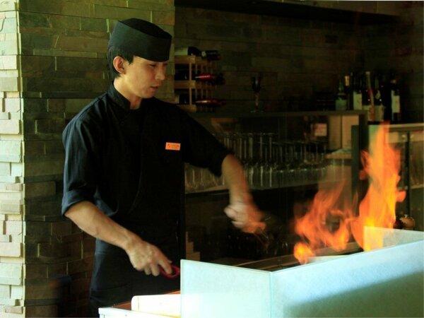 ライブキッチンにてステーキを焼き上げます