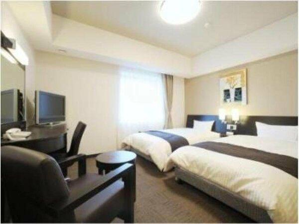 ■ツインルーム 広々とした空間でお寛ぎいただけます。全室無料Wi-Fi&加湿機能付空気清浄器完備