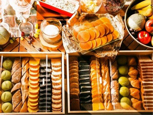 【朝食ブッフェ】スタンダードなパンやバラエティ豊かな練り込みパンの数々