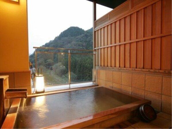 貸し切り風呂「檜の湯」土、日に運行のSLばんえつ物語号の隠れた観覧スポットでもあります。