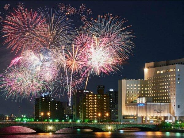 新潟花火とホテルオークラ新潟(花火は客室からご覧いただけません)