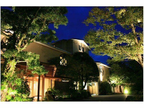 四季折々の風情で修善寺温泉ならではの穏やかな時間の流れを楽しめる和風旅館です