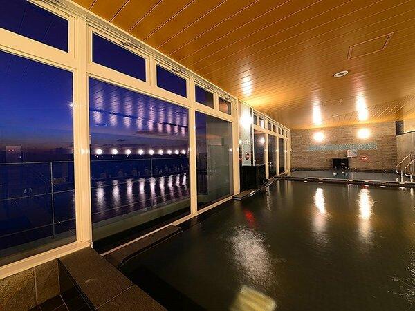 夜の展望浴場(別館11階)