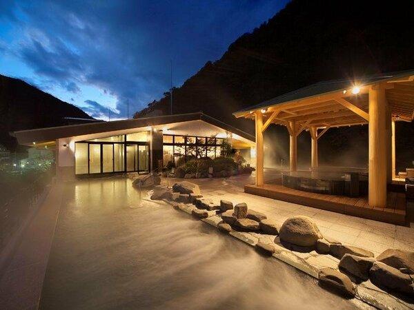夜の屋上大露天風呂