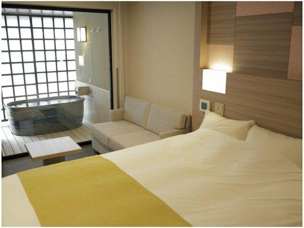 カップルに人気のダブルルーム。お部屋は29平米~33平米のコンパクト空間。