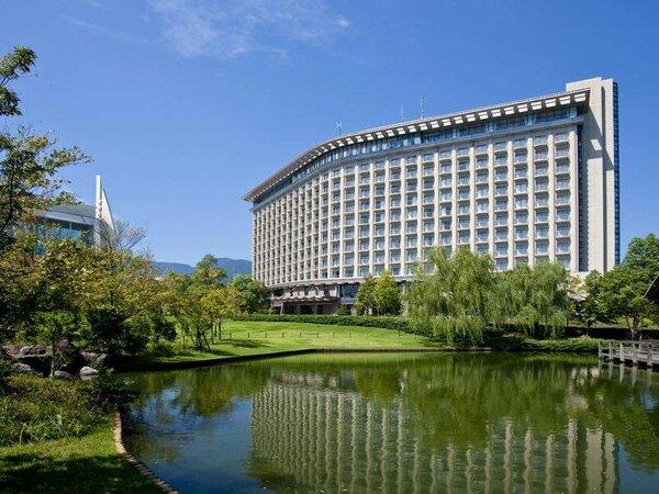 施設の外観:都心から僅か1時間、国内ヒルトン初のスパ・リゾートホテル。