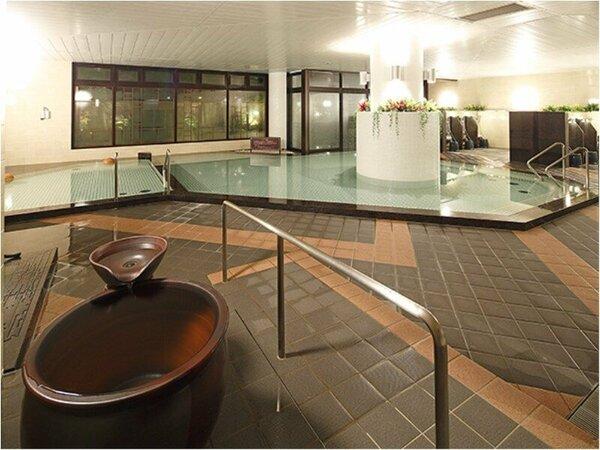 男子大浴場。通常の内湯のほか、季節限定で変わり風呂をご用意しております。