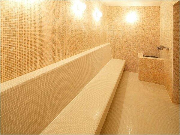 女子大浴場内サウナ。ミストタイプのサウナです。