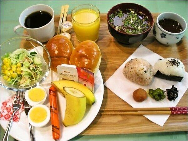 朝食無料サービス♪(朝6時から9時)セルフサービスでお部屋食も可能です。