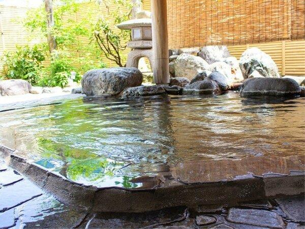 清々しい空気が心地よい温泉露天風呂