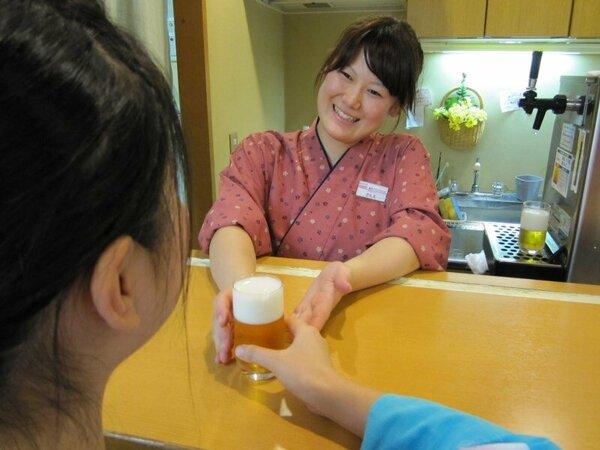 毎日15:30~18:00限定の湯上りドリンクサービス。発泡酒・冷酒・オレンジジュースのいずれか1杯