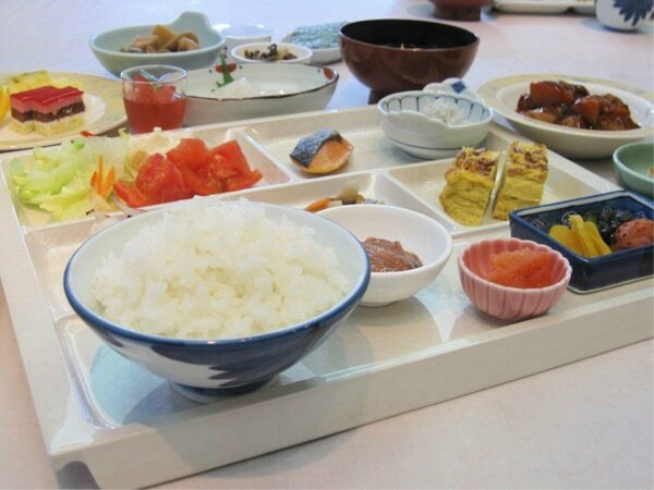 朝食バイキングの一例。一日のスタートは美味しい朝食から!