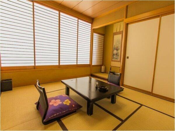 【和室6~8畳】窓も大きく眺めも抜群!ほっと一息できて、大人気の客室。