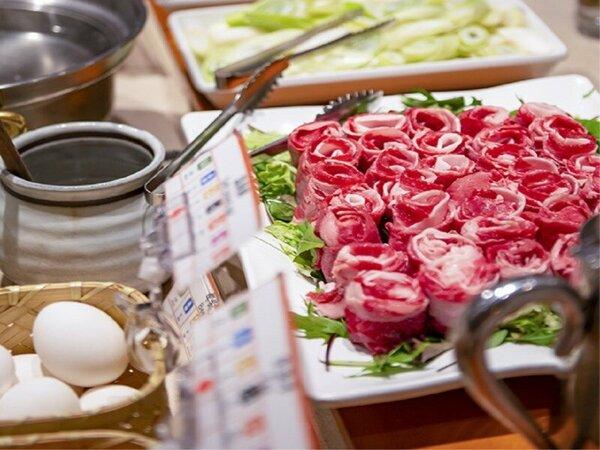 夕食バイキング 大人気の牛肉しゃぶしゃぶはお好みでとき卵をつけてどうぞ♪