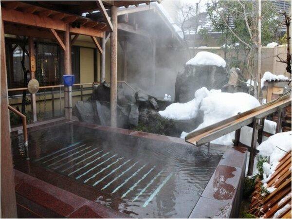 【冬の季里の湯】女性ジャグジー「庭咲きの湯」。はじける泡が疲れを癒します。