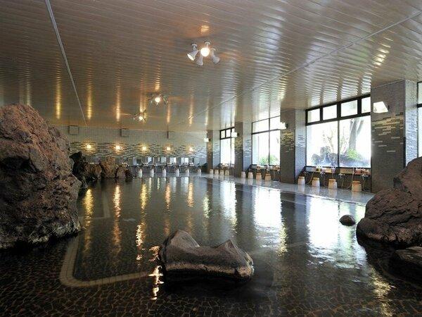 大浴場【大岩石風呂】当館自慢の源泉掛け流し風呂です。