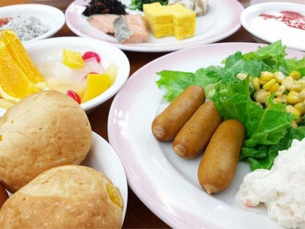 朝食バイキングの一例となります。