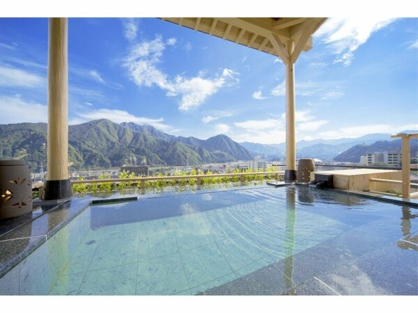 最上階展望浴場 空の湯 ままらく。晴れている日には谷川連峰が臨めます。