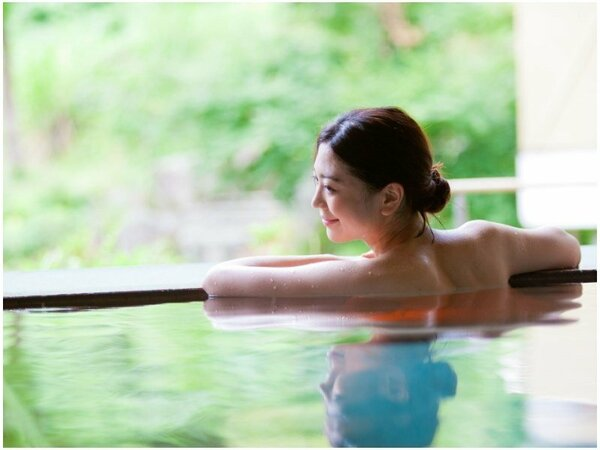 【里の湯】「抱きっこ石」「饅頭蒸かし」などの変わったお風呂が楽しめます。10