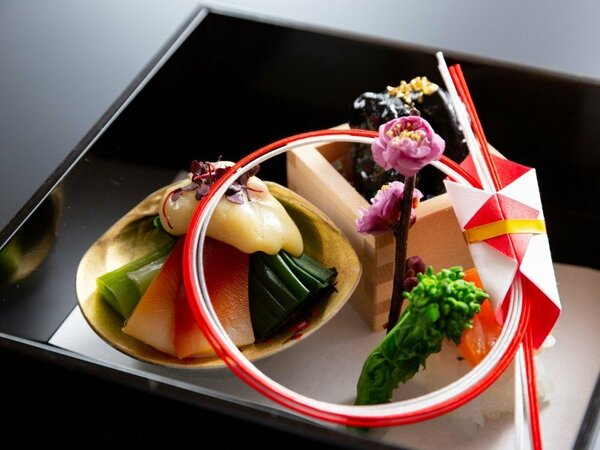 日本料理「千羽鶴」