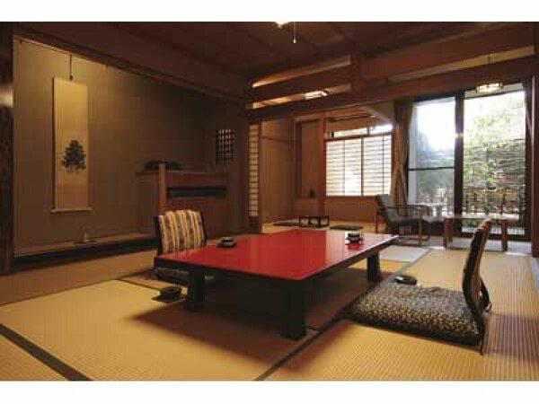 癒しの間「合歓」:12.5畳の和室に4.5畳のお部屋と広縁がついた広々とした和室です