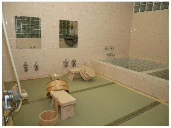 畳のお風呂で、おくつろぎ下さい。