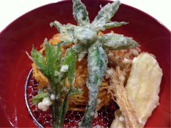 住職が山で採ってきた山菜の天ぷらです。