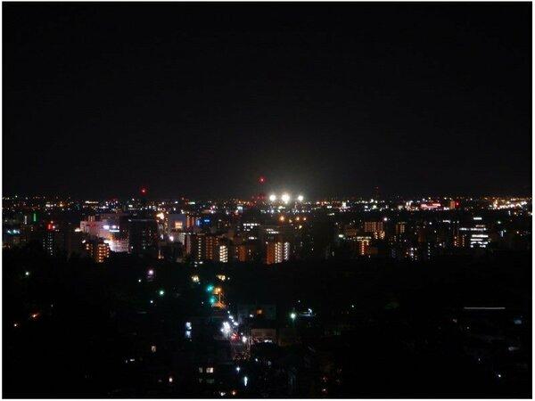 【客室からの夜景】善光寺を取り巻く長野市の展望を、心ゆくまでゆっくりとお楽しみいただけます。