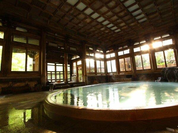 【よろづや本館桃山風呂】堂々たる桃山風呂・日本の浴場10選にも選出。もちろんご利用可能!