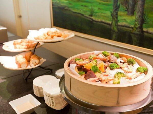 【バイキング朝食】和洋あわせて40種類以上のお料理おご用意しております。